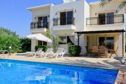 Фасад дома. Кипр, Си Кейвз : Уютная вилла с бассейном и двориком с барбекю, 4 спальни, 4 ванные комнаты, парковка, Wi-Fi