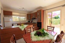 Кухня. Кипр, Си Кейвз : Уютная вилла с бассейном и двориком с барбекю, 4 спальни, 4 ванные комнаты, парковка, Wi-Fi