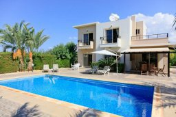 Фасад дома. Кипр, Си Кейвз : Уютная вилла с бассейном и двориком с барбекю, 3 спальни, 4 ванные комнаты, парковка, Wi-Fi