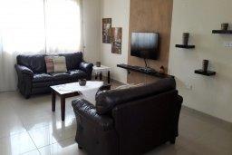 Гостиная. Кипр, Си Кейвз : Уютная вилла с бассейном и двориком с барбекю, 3 спальни, 4 ванные комнаты, парковка, Wi-Fi