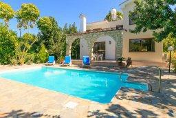 Фасад дома. Кипр, Полис город : Уютная вилла с бассейном и двориком с барбекю, 3 спальни, 3 ванные комнаты, парковка, Wi-Fi