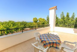 Балкон. Кипр, Полис город : Уютная вилла с бассейном и двориком с барбекю, 3 спальни, 3 ванные комнаты, парковка, Wi-Fi