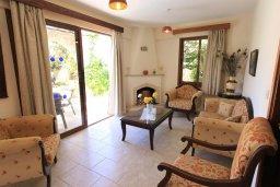 Гостиная. Кипр, Полис город : Уютная вилла с бассейном и двориком с барбекю, 3 спальни, 3 ванные комнаты, парковка, Wi-Fi