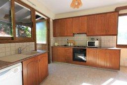 Кухня. Кипр, Полис город : Уютная вилла с бассейном и двориком с барбекю, 3 спальни, 3 ванные комнаты, парковка, Wi-Fi