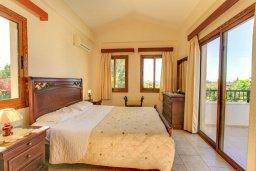 Спальня. Кипр, Полис город : Уютная вилла с бассейном и двориком с барбекю, 3 спальни, 3 ванные комнаты, парковка, Wi-Fi