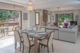 Обеденная зона. Кипр, Нео Хорио : Роскошная вилла с бассейном и двориком с барбекю, 4 спальни, 3 ванные комнаты, парковка, Wi-Fi