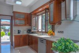 Кухня. Кипр, Нео Хорио : Роскошная вилла с бассейном и двориком с барбекю, 4 спальни, 3 ванные комнаты, парковка, Wi-Fi