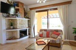 Гостиная. Кипр, Полис город : Уютная вилла с бассейном и зеленым двориком с барбекю, 4 спальни, 5 ванных комнат, парковка, Wi-Fi