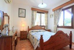 Спальня. Кипр, Полис город : Уютная вилла с бассейном и зеленым двориком с барбекю, 4 спальни, 5 ванных комнат, парковка, Wi-Fi
