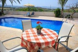 Обеденная зона. Кипр, Полис город : Уютная вилла с бассейном и зеленым двориком с барбекю, 4 спальни, 5 ванных комнат, парковка, Wi-Fi