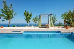 Бассейн. Кипр, Помос : Уютная вилла недалеко от пляжа с бассейном и видом на море, барбекю, парковка, Wi-Fi