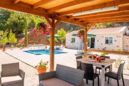 Терраса. Кипр, Помос : Уютная вилла недалеко от пляжа с бассейном и видом на море, барбекю, парковка, Wi-Fi