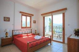 Спальня. Кипр, Помос : Прекрасная вилла в 30 метрах от пляжа с бассейном и шикарным видом на море, 3 спальни, 3 ванные комнаты, барбекю, парковка, Wi-Fi