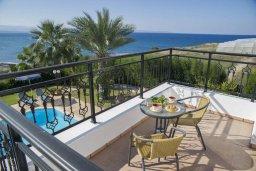 Балкон. Кипр, Помос : Прекрасная вилла в 30 метрах от пляжа с бассейном и шикарным видом на море, 3 спальни, 3 ванные комнаты, барбекю, парковка, Wi-Fi