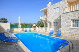 Фасад дома. Кипр, Полис город : Роскошная вилла с бассейном и зеленым садом, 3 спальни, 2 ванные комнаты, барбекю, парковка, Wi-Fi