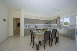 Кухня. Кипр, Полис город : Роскошная вилла с бассейном и зеленым садом, 3 спальни, 2 ванные комнаты, барбекю, парковка, Wi-Fi