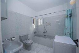 Ванная комната. Кипр, Полис город : Роскошная вилла с бассейном и зеленым садом, 3 спальни, 2 ванные комнаты, барбекю, парковка, Wi-Fi