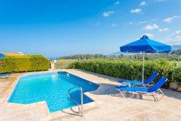 Бассейн. Кипр, Полис город : Прекрасная вилла с бассейном и двориком с барбекю, 3 спальни, 3 ванные комнаты, парковка, Wi-Fi