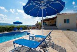 Фасад дома. Кипр, Полис город : Прекрасная вилла с бассейном и двориком с барбекю, 3 спальни, 3 ванные комнаты, парковка, Wi-Fi
