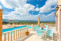 Обеденная зона. Кипр, Полис город : Восхитительная вилла с бассейном и двориком с барбекю, 3 спальни, 4 ванные комнаты, парковка, Wi-Fi