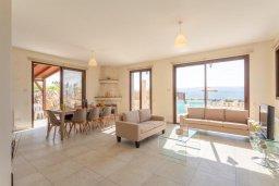 Гостиная. Кипр, Полис город : Восхитительная вилла с бассейном и двориком с барбекю, 3 спальни, 4 ванные комнаты, парковка, Wi-Fi