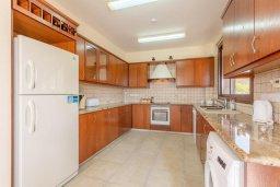 Кухня. Кипр, Полис город : Восхитительная вилла с бассейном и двориком с барбекю, 3 спальни, 4 ванные комнаты, парковка, Wi-Fi