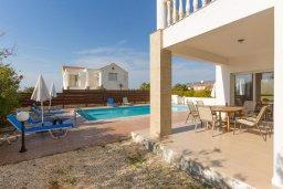 Территория. Кипр, Пейя : Двухэтажная вилла с бассейном, большая гостиная, 4 спальни, 4 ванные комнаты, дворик, место для барбекю, парковка, Wi-Fi