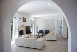 Гостиная. Кипр, Скулли : Прекрасная вилла с бассейном и двориком с барбекю, 5 спален, 5 ванных комнат, парковка, Wi-Fi