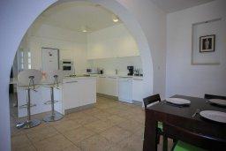 Кухня. Кипр, Скулли : Прекрасная вилла с бассейном и двориком с барбекю, 5 спален, 5 ванных комнат, парковка, Wi-Fi