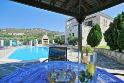 Обеденная зона. Кипр, Скулли : Роскошная вилла с бассейном и двориком с барбекю, 4 спальни, 4 ванные комнаты, игровая комната, парковка, Wi-Fi