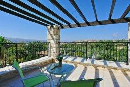 Балкон. Кипр, Скулли : Роскошная вилла с бассейном и двориком с барбекю, 4 спальни, 4 ванные комнаты, игровая комната, парковка, Wi-Fi