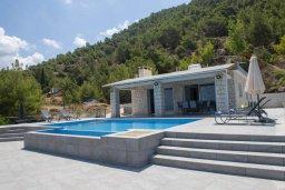 Фасад дома. Кипр, Помос : Современная вилла с бассейном и видом на море, 3 спальни, 2 ванные комнаты, зеленая лужайка, барбекю, парковка, Wi-Fi