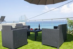 Патио. Кипр, Помос : Современная вилла с бассейном и видом на море, 3 спальни, 2 ванные комнаты, зеленая лужайка, барбекю, парковка, Wi-Fi