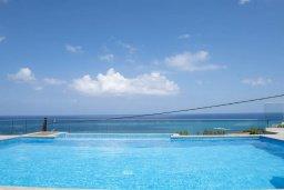 Бассейн. Кипр, Помос : Современная вилла с бассейном и видом на море, 3 спальни, 2 ванные комнаты, зеленая лужайка, барбекю, парковка, Wi-Fi