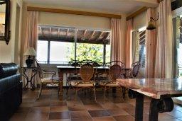 Гостиная. Кипр, Помос : Роскошная пляжная вилла с бассейном и шикарным видом на море, 3 спальни, 2 ванные комнаты, парковка, Wi-Fi