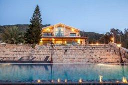 Фасад дома. Кипр, Помос : Роскошная пляжная вилла с бассейном и шикарным видом на море, 3 спальни, 2 ванные комнаты, парковка, Wi-Fi