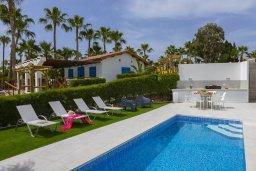 Бассейн. Кипр, Каво Марис Протарас : Роскошная современная вилла с 3-мя спальнями, 3-мя ванными комнатами, бассейном, зелёным двориком с патио и барбекю, расположена в 100 метрах от пляжа Vyzakia Beach