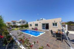 Фасад дома. Кипр, Санрайз Протарас : Новое просторное бунгало с 3-мя спальнями, с бассейном, патио с барбекю, расположено в самом сердце Протараса