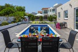 Обеденная зона. Кипр, Санрайз Протарас : Новое просторное бунгало с 3-мя спальнями, с бассейном, патио с барбекю, расположено в самом сердце Протараса