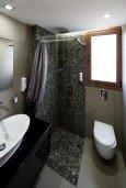Ванная комната. Кипр, Нисси Бич : Роскошная вилла с бассейном и зеленым двориком, 3 спальни, 2 ванные комнаты, парковка, Wi-Fi