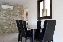 Обеденная зона. Кипр, Писсури : Прекрасная вилла с бассейном и двориком с барбекю, 5 спален, 5 ванных комнат, парковка, Wi-Fi