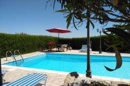 Бассейн. Кипр, Писсури : Прекрасная вилла с бассейном и двориком с барбекю, 2 спальни, 2 ванные комнаты, парковка, Wi-Fi