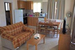 Гостиная. Кипр, Писсури : Прекрасная вилла с бассейном и двориком с барбекю, 2 спальни, 2 ванные комнаты, парковка, Wi-Fi