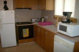 Кухня. Кипр, Писсури : Прекрасная вилла с бассейном и двориком с барбекю, 2 спальни, 2 ванные комнаты, парковка, Wi-Fi