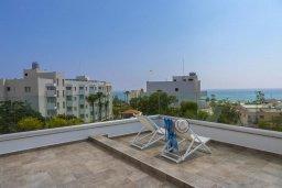 Терраса. Кипр, Фиг Три Бэй Протарас : Роскошная современная вилла с потрясающим видом на море, с 5-ю спальнями, 4-мя ванными комнатами, бассейном, тенистой террасой с патио, барбекю и садом на крыше
