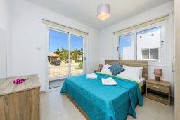 Спальня. Кипр, Нисси Бич : Современная вилла с 3-мя спальнями, бассейном, солнечной террасой с патио, барбекю и садом на крыше