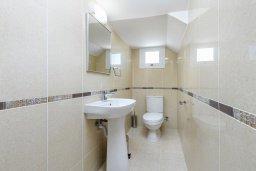 Ванная комната 2. Кипр, Нисси Бич : Современная вилла с 3-мя спальнями, бассейном, солнечной террасой с патио, барбекю и садом на крыше