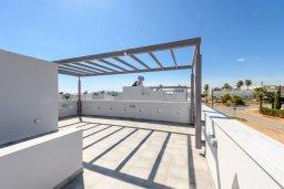 Терраса. Кипр, Нисси Бич : Современная вилла с 3-мя спальнями, бассейном, солнечной террасой с патио, барбекю и садом на крыше