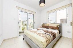 Спальня. Кипр, Нисси Бич : Современная очаровательная вилла с 3-мя спальнями, бассейном, солнечной террасой с патио, барбекю и садом на крыше
