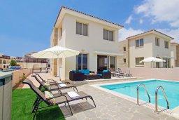 Фасад дома. Кипр, Каппарис : Прекрасная вилла с 3-мя спальнями, 2-мя ванными комнатами, солнечной террасой и бассейном